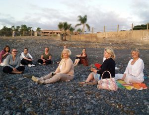 Weiterbildungsgruppe am Strand