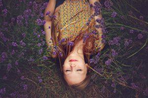 Beitragsbild Entspannungstherapeut - Wiese, Lavendel