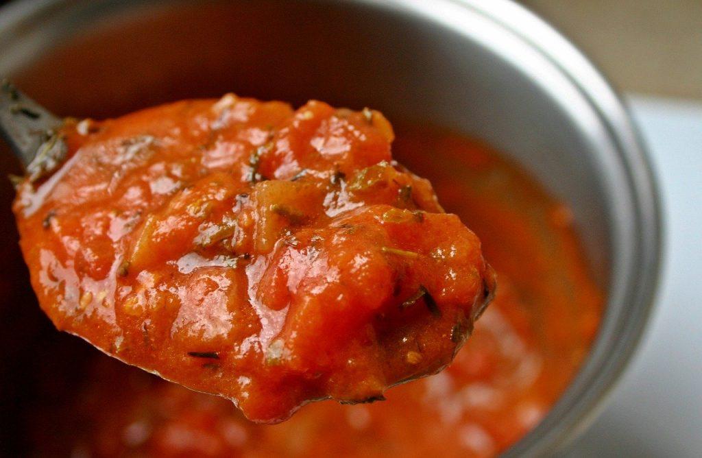 Tomatensoße als Beispiel für verschiedene Soßenvarianten