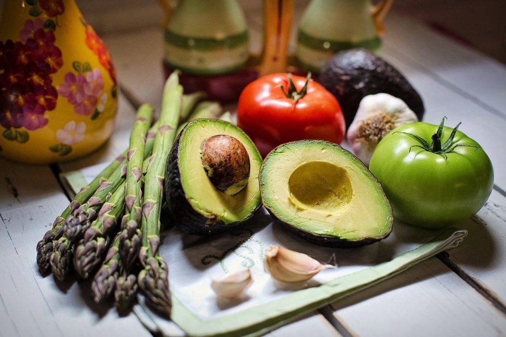 verschiedenes Gemüse zum Kochen wie z.B. Spargel